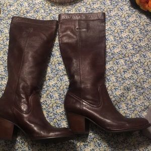 New Woman's Frye Boots size 10
